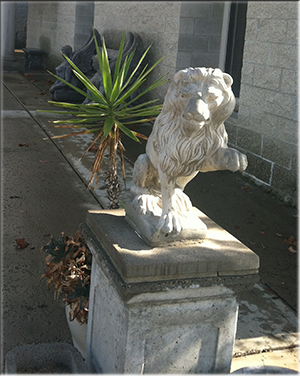 Baily Vineyards lion sculpture
